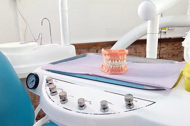 jak czyścić protezy zębowe